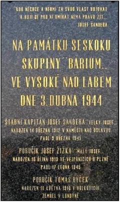 Pamětní deska paraskupiny Barium na hřbitově ve Vysoké